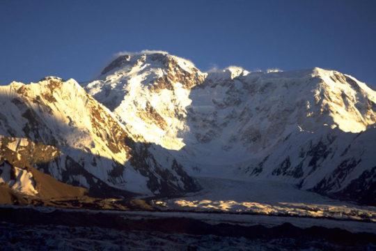 climb Pobeda peak